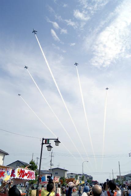 ブルーインパルス展示飛行の様子